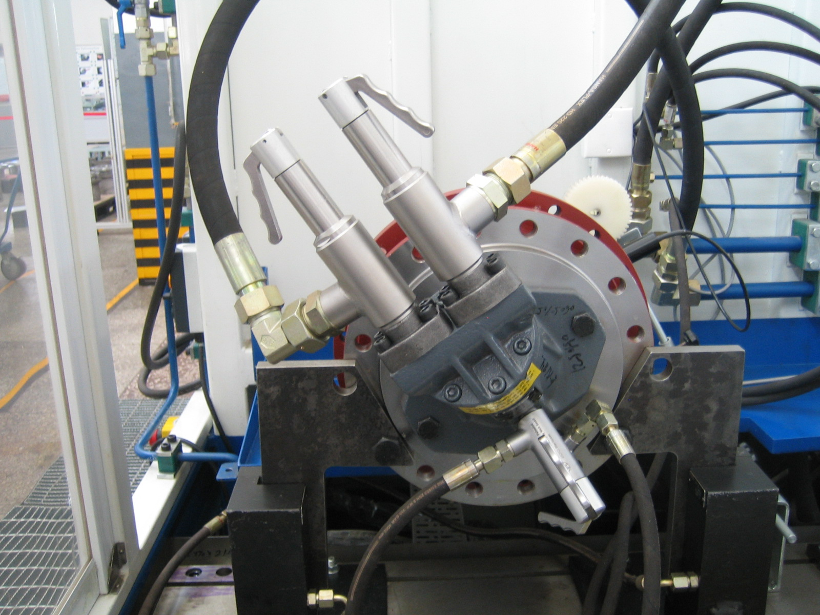 Leak testing of hydraulic pump with quick coupler TW17H
